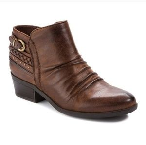 Baretraps Guenna brown faux leather ankle boots